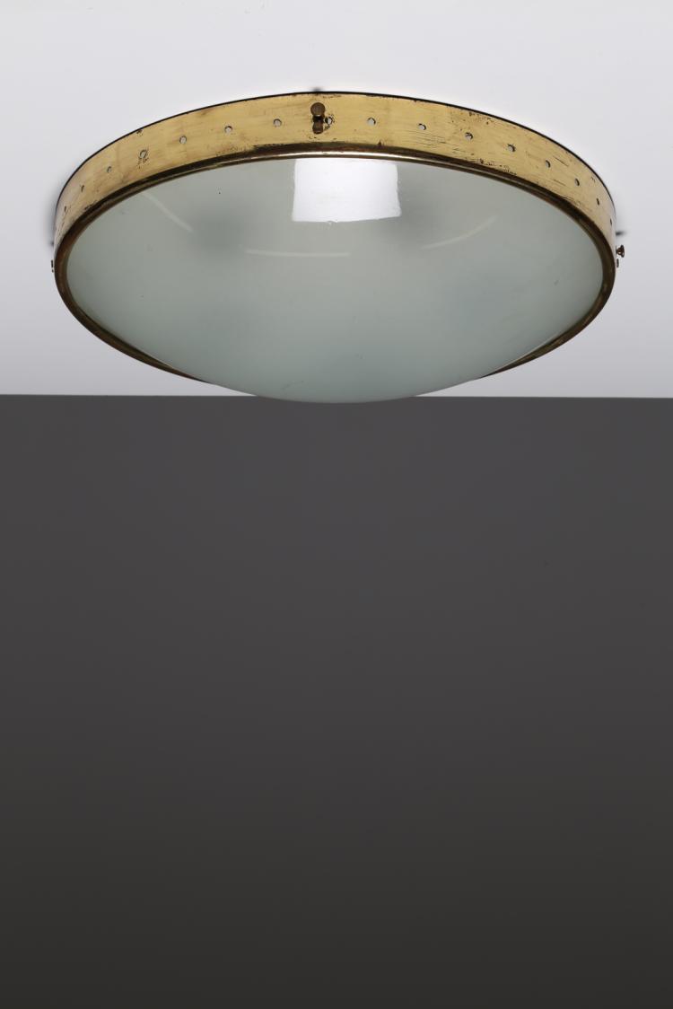 Plafoniera in ottone e vetro opalino. anni 50