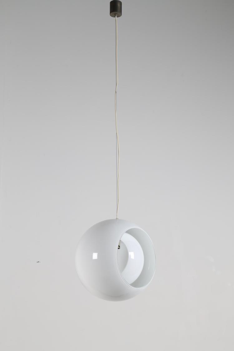 Lampada a sospensione in vetro opalino, mod. Eclisse, per Mazzega, anni 60