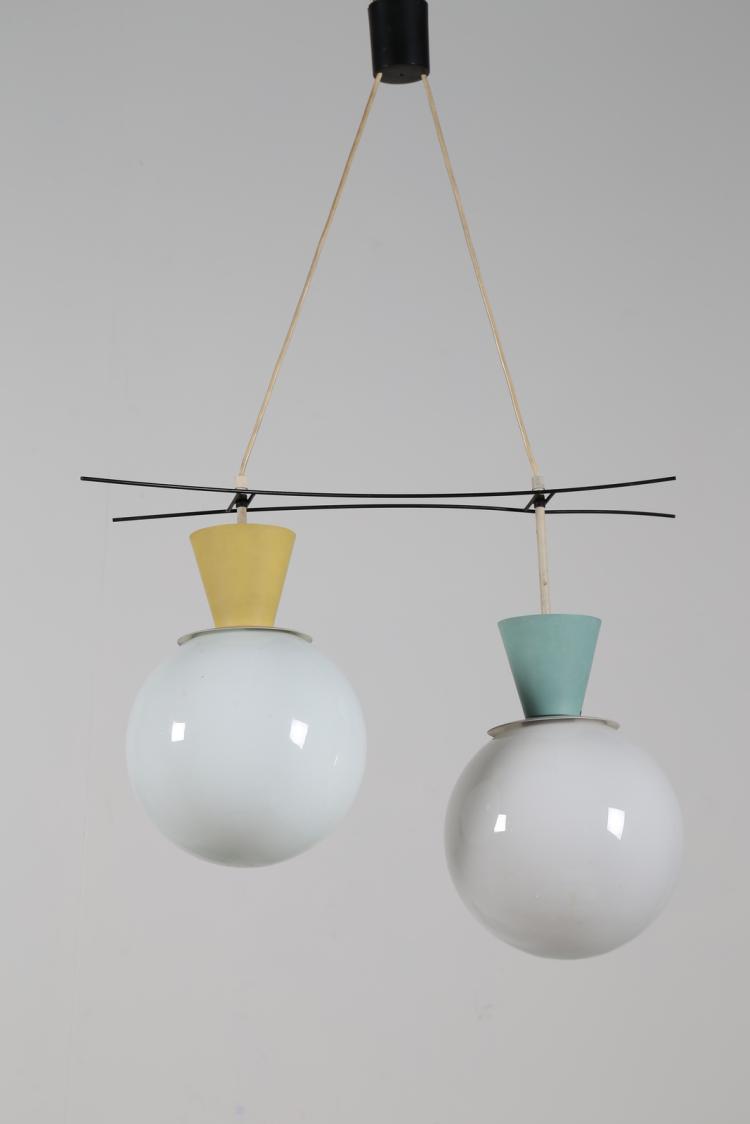 Attrib. Lampada a sospensione in metallo laccato alluminio e vetro opalino, anni 50