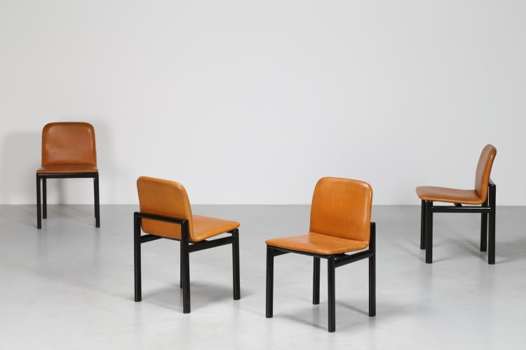 Quattro sedie in legno laccato nero e pelle, anni 70
