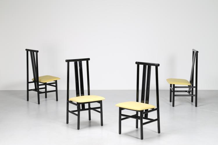 Quattro sedie in legno laccato nero e tessuto, anni 80