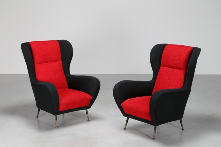 Coppia di poltrone in tessuto rosso e nero, gambe in ottone laccato, anni 50