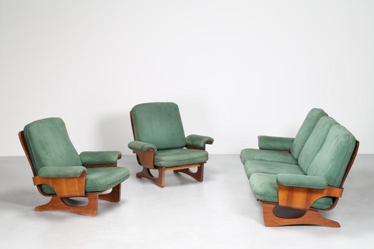 Salotto composto da un divano e due poltrone in legno e pelle, anni 70