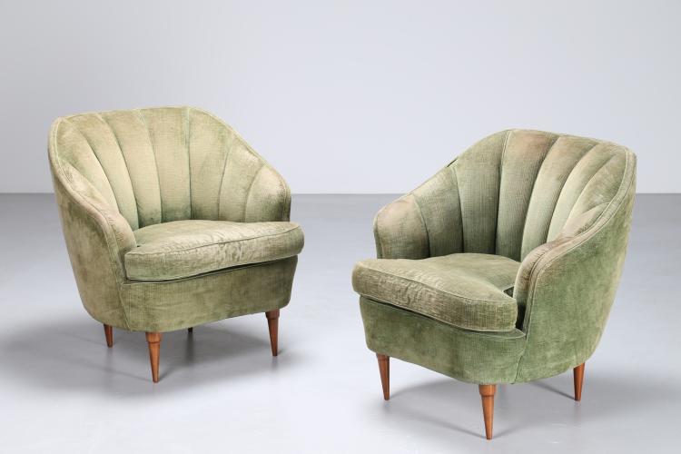 Attrib. Coppia di poltrone in velluto verde e piedini in legno, anni 40