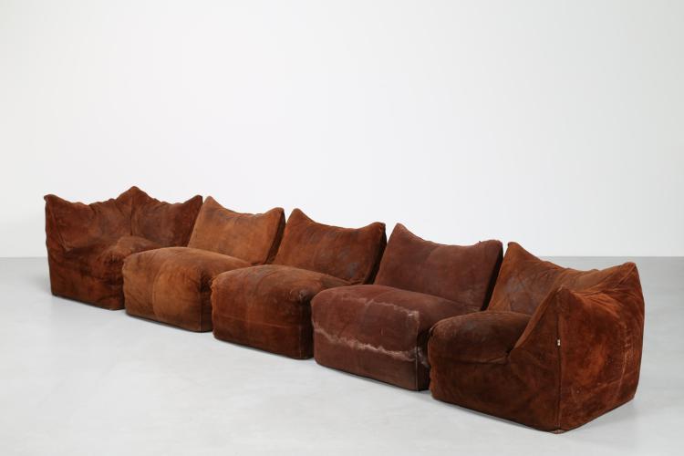 Due divani componibili, da tre e due posti in pelle scamosciata originale, mod. le Bambole, per C&B Italia diventata poi B&B Italia, anni 70