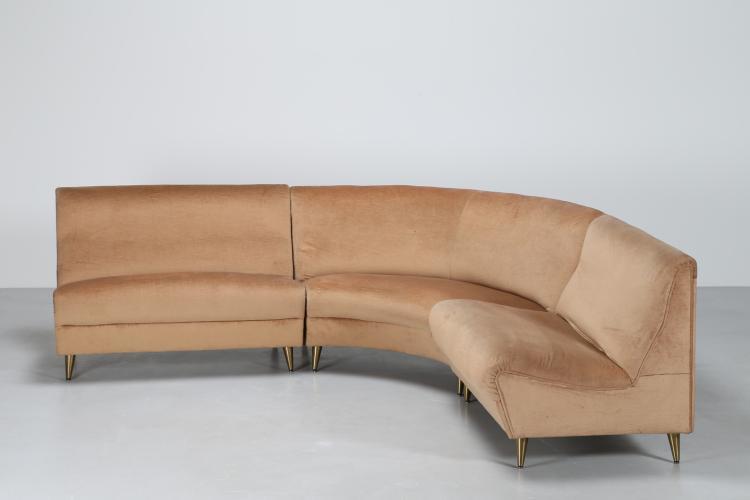 Divano componibile curvo con piedini in ottone e rivestimento in velluto, anni 50