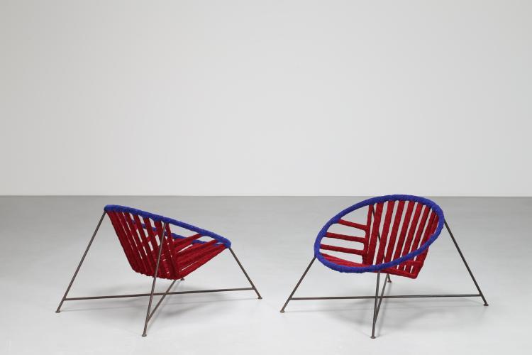 Coppia poltrone con struttura in tondino di ferro e velluto rosso e blu, mod. Cesta, produzione John B. Salterini New York, anni 60