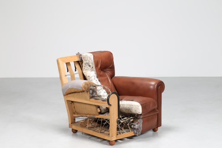 Mezza poltrona in legno e pelle, mod. Bonnie, prodotta esclusivamente per i rivenditori Frau a significare l'eccellenza della lavorazione e l'utilizzo dei materiali, Poltrona Frau anni 70