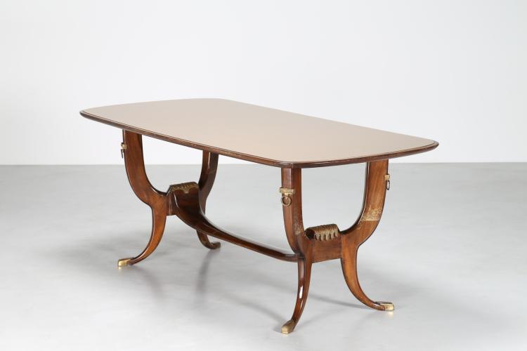 Tavolo in noce con dettagli in ottone e piano in vetro, anni 40