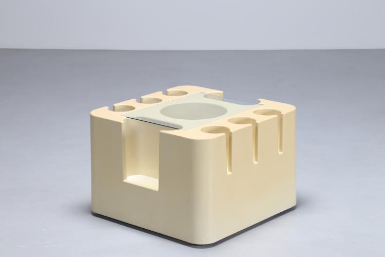 Mobiletto bar in plastica e vetro, serie Bacco per Artemide, 1967