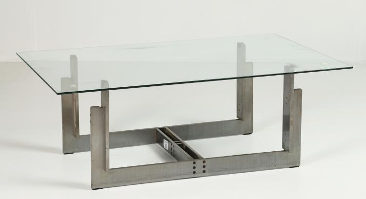 Tavolo basso con struttura in metallo trafilato satinato con piano in vetro float in appoggio, per Cassina anni 70