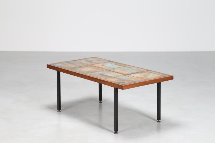 Tavolino da caffè in metallo laccato, vetro, ottone e ceramica