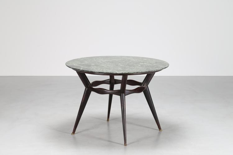 Tavolo rotondo in legno ebanizzato nero puntali in ottone e pianomarmo imperiale verde, anni 40