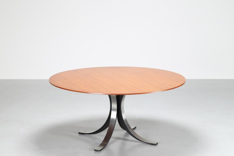 In collaborazione con Eugenio Gerli, Tavolo rotondo con base in fusione di alluminio e piano in legno, mod. t69 per Tecno, anni 60