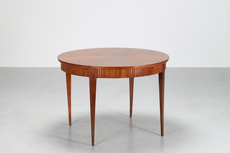 Tavolo rotondo in noce, con fascione del piano grissinato, anni 50