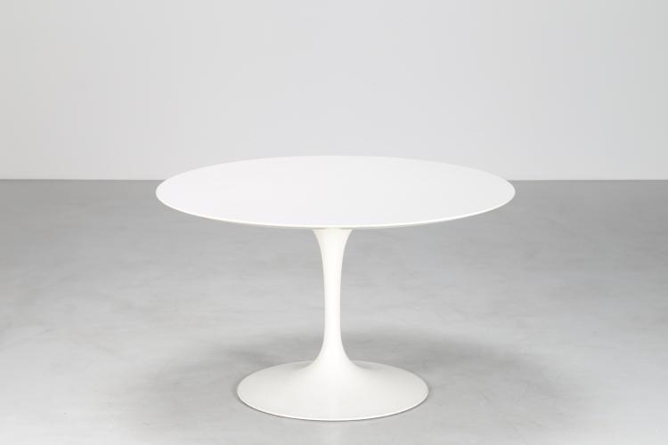 Tavolo da pranzo rotondo in metallo vernciato e legno laminato, mod. Tulip, per Knoll anni 60