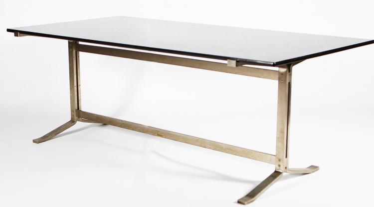 Tavolo con struttura in metallo argentato e piano in vetro, per Formanova, anni 70