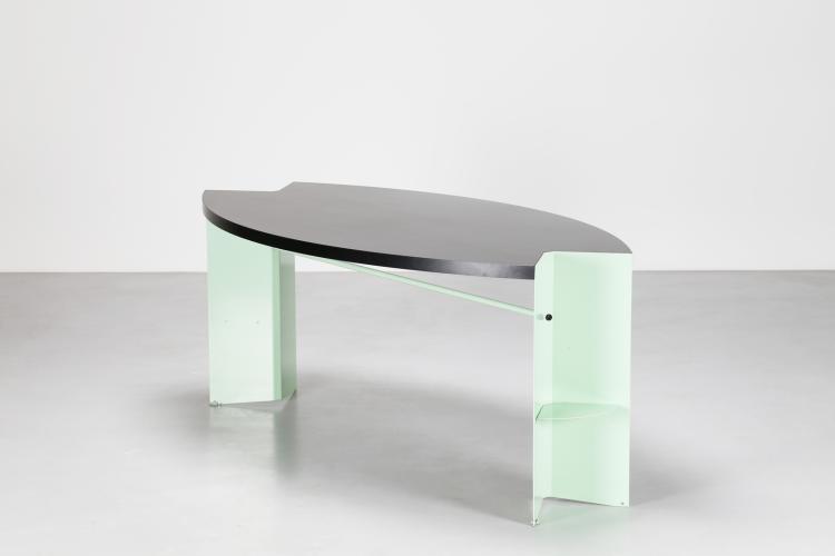 Tavolo in metallo laccato verde acqua e piano rivestito in melaminico nero, mod, Prima duna, produzione Tribu, 1985