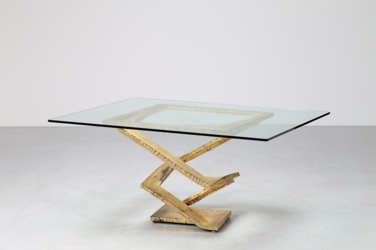 Tavolo scultura costituito da una lastra in ferro tagliata forgiata ed alzata a caldo a spirale, mod. Fleur de fer per Roche Bobois Francia, anni 70