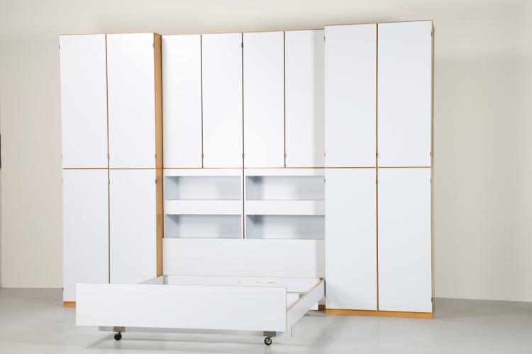 Camera da letto in laminato bianco e ottone, serie APTA Per Ermes Ponti  anni 1969