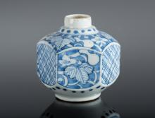 Arte Sud-Est Asiatico A polygonal blue and white pottery small vase painted with vegetal motifs Korea, Choson dynasty, 18th-19th century