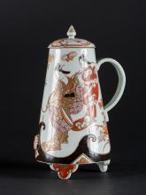 Arte Giapponese An Imari porcelain teapot and cover painted with geisha and butterflies  Japan, 17th - 18th century