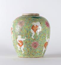 Arte Cinese A porcelain vase depicting children on lime-color floral background China, Qing dinasty, XIX century