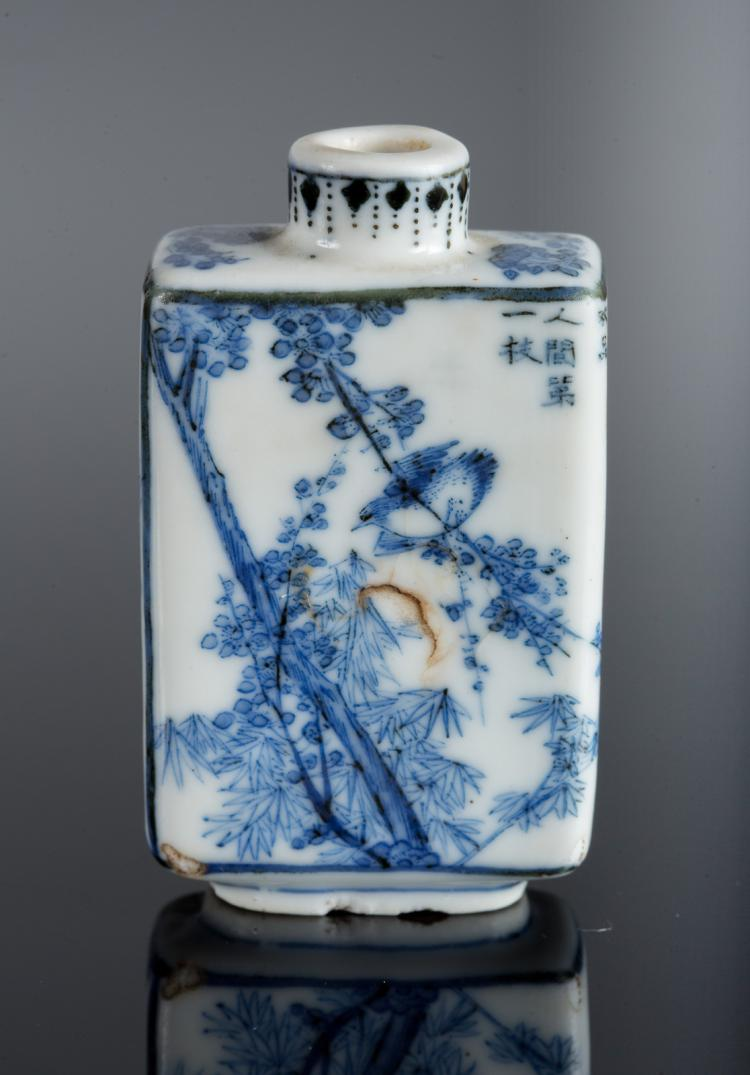 Arte Cinese A Blue And White Porcelain Snuff Bottle Decorate
