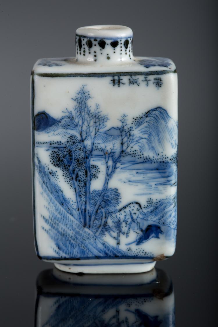 arte cinese a blue and white porcelain snuff bottle decorate. Black Bedroom Furniture Sets. Home Design Ideas