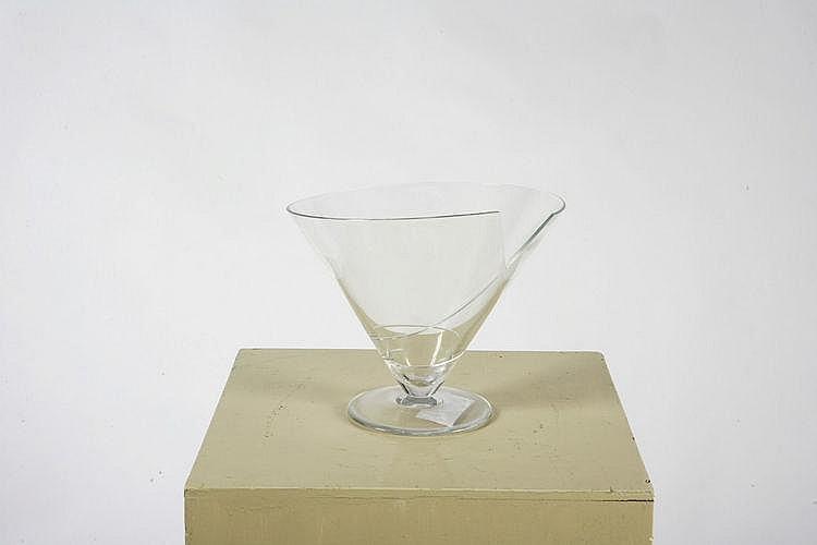 Vaso della serie cartoccio.  Cartoccio vase.