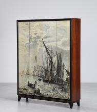 MANIFATTURA ITALIANA Armadio in legno e dettagli in ottone con ante soffietto stampate, anni 50. -. Cm 143,00 x 185,00 x 39,00.