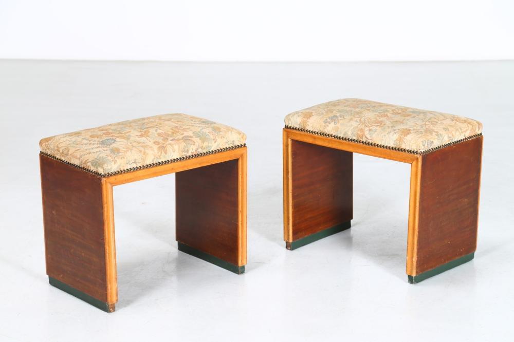 ITALIAN MANUFACTURE Pair of stools