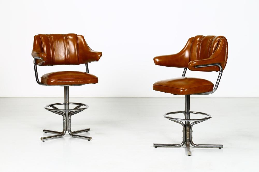 ITALIAN MANUFACTURE Pair of swivel chairs