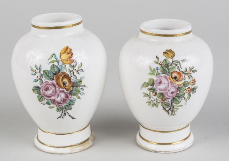 Pair of Buen Retiro Vases