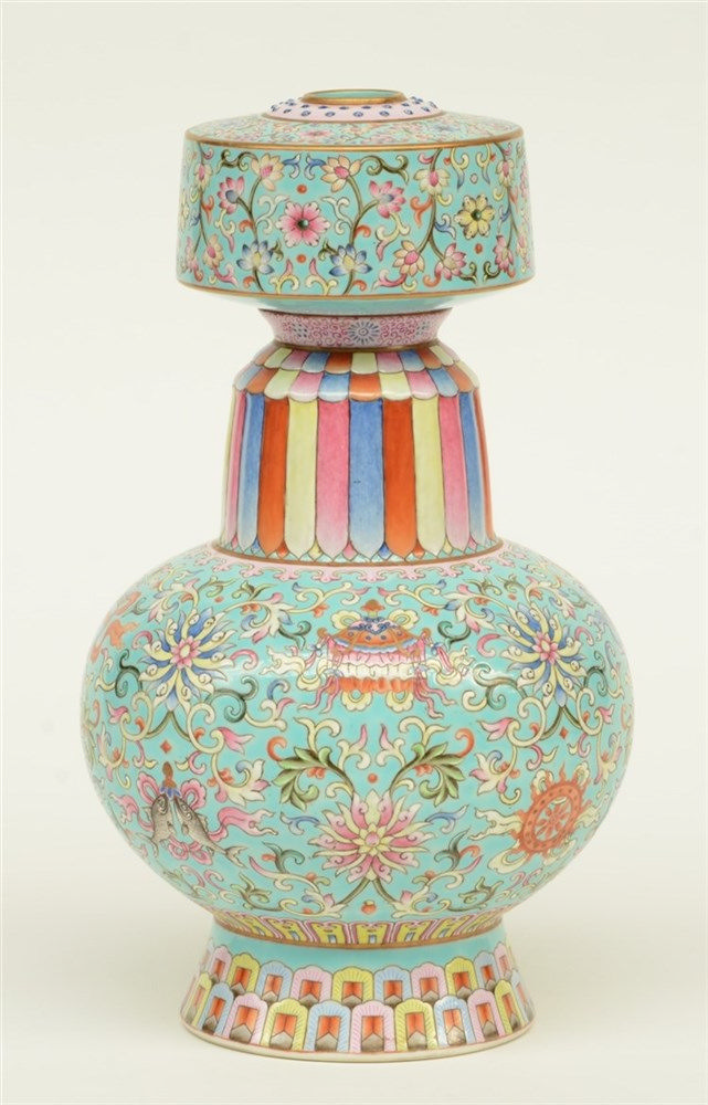 A fine Chinese famille rose vase, marked Jiaqing, H 26,5 cm