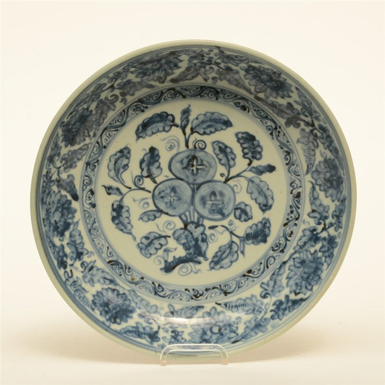 A Chinese blue and white Ming deep dish, Diameter 32 cm