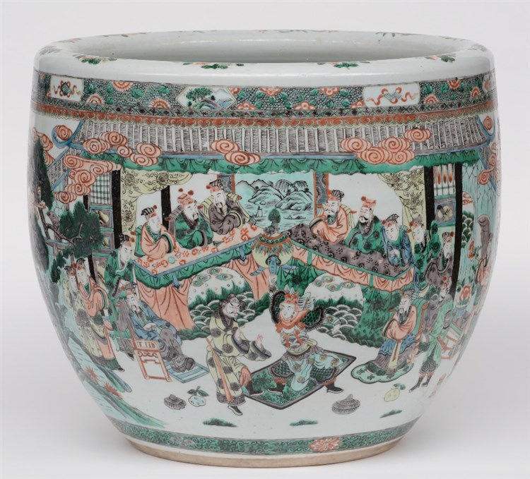 A Chinese famille verte cachepot with an animated scene, 19thC, H 45,5 - Di
