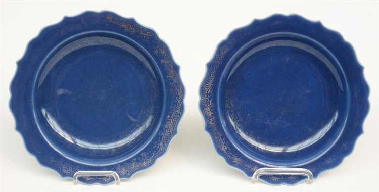 Two Chinese blue glazed and gilt decorated plates, 19thC, Diameter 27 cm