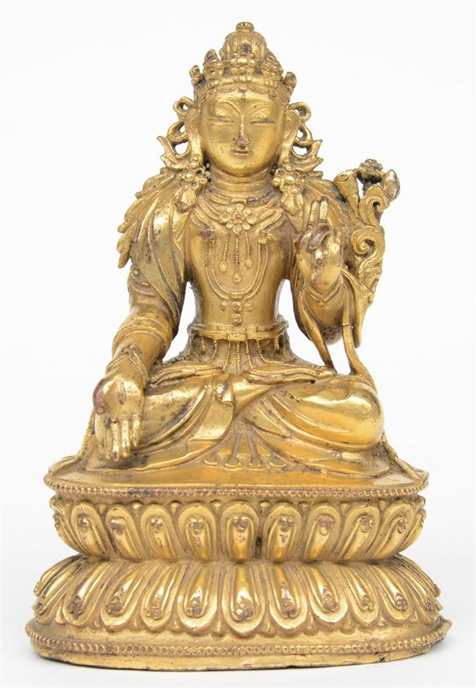 A Tibetan gilt bronz seated Buddha, 18thC, H 15 cm (restauration and minor