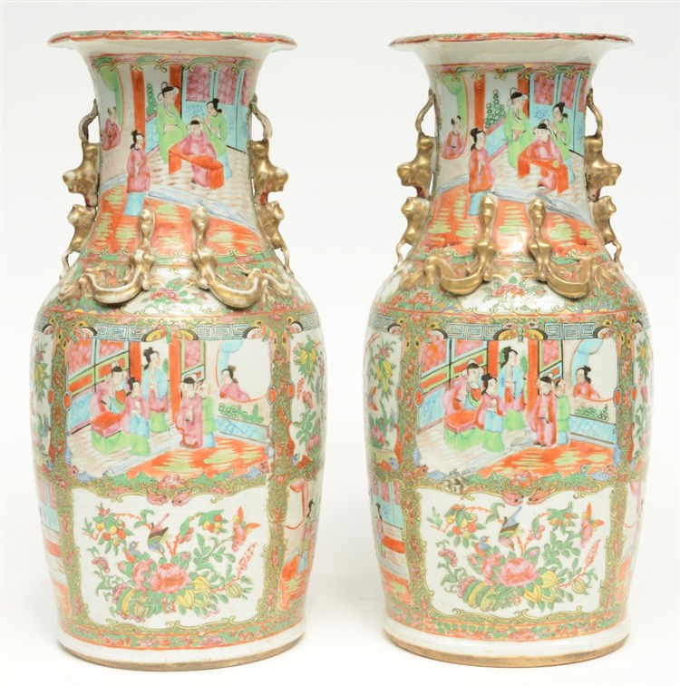 A pair of Chinese Canton vases with relief decorations, 19thC, H 45,5 cm (o