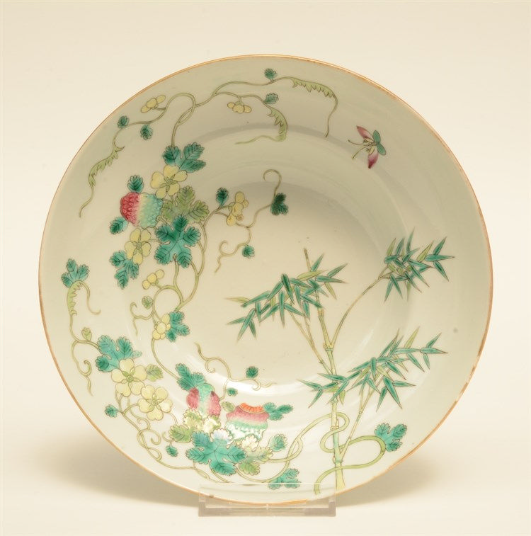 A Chinese polychrome decorated bowl painted on both inner side and outer si