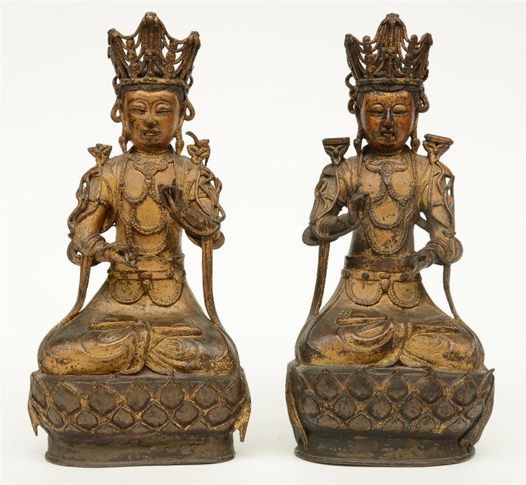 A pair of Chinese gilt and polychrome decorated bronze Buddhas, 18thC, H 36