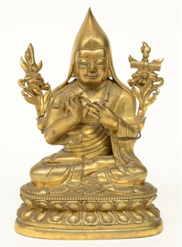 An Oriental bronze sculpture depicting a Buddhist Lama, H 18 cm