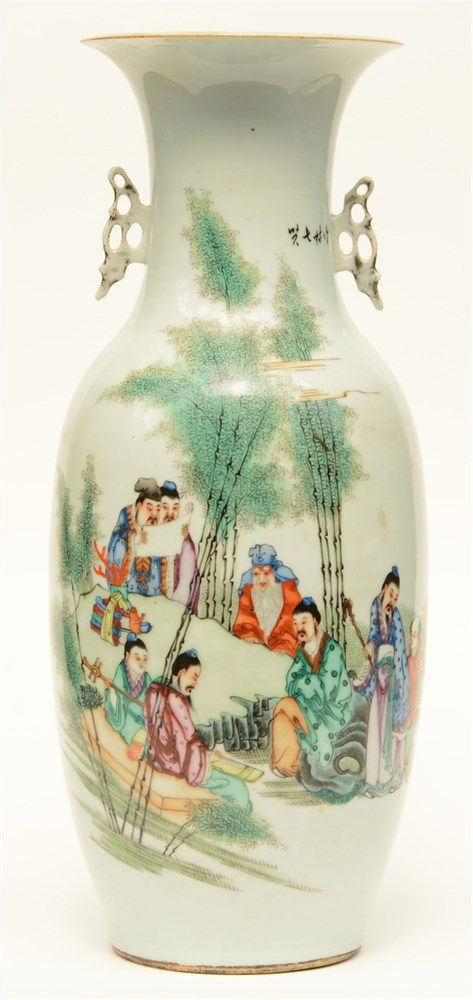 A Chinese polychrome vase, decorated with an animated scene, 19thC, H 57,5
