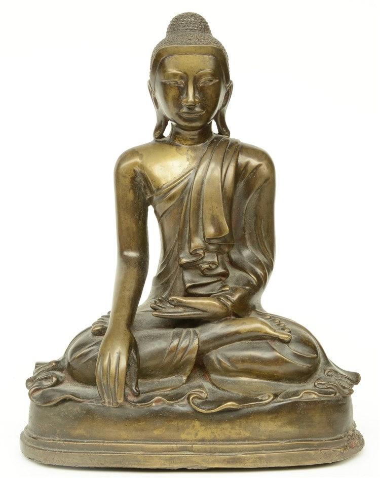 An Oriental bronze Buddha, H 37 cm