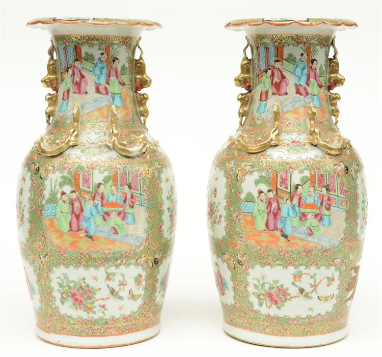 A pair of Chinese Canton vases with relief decoration, 19thC, H 42,5 cm (on