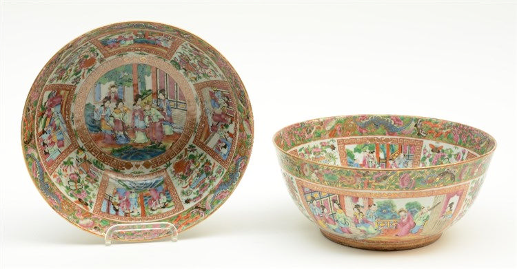 A pair of Chinese Canton bowls, famille rose decorated with court scenes, 1