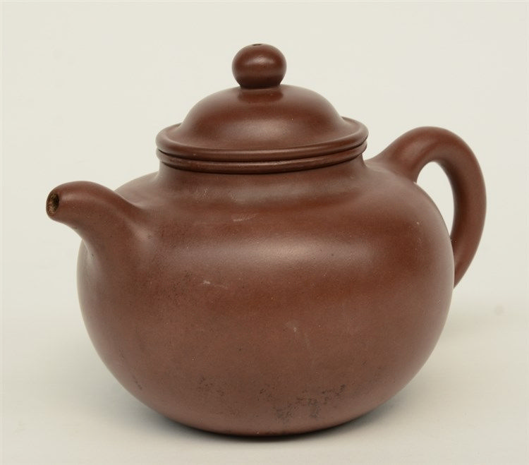 A Chinese 'Yixing' teapot, marked Da Heng, probably 18thC, H 12,5 cm