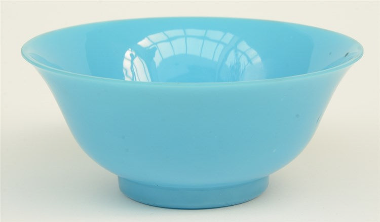 A Chinese blue monochrome Peking glass bowl, 19thC,H 6 - Diameter 14 cm (f