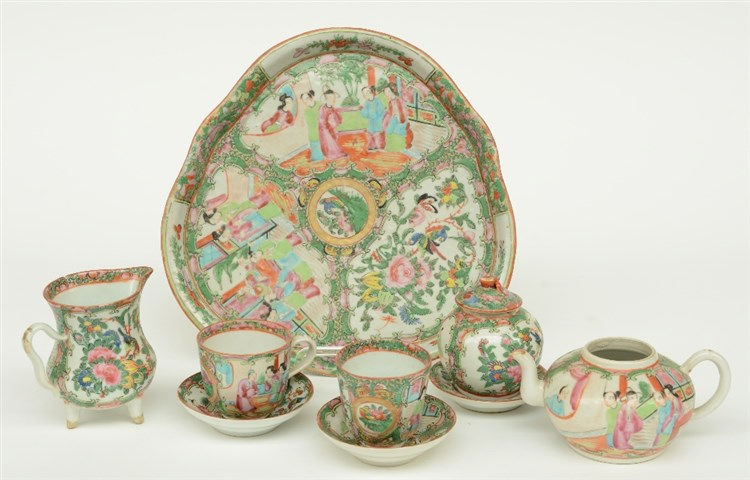 Parts of a Chinese Canton tea set, 19thC, H 6 - 10,5 - Diameter 27,5 cm (ch